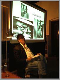 Links: Eric Braeden und Gundolf S. Freyermuth besprechen das Manuskript. Rechts: Eric Braeden liest Texte von Billy Wilder